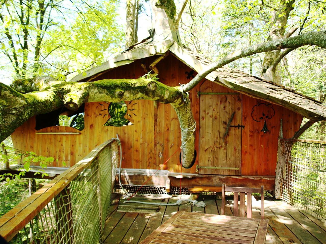 La cabane vue de la terrasse