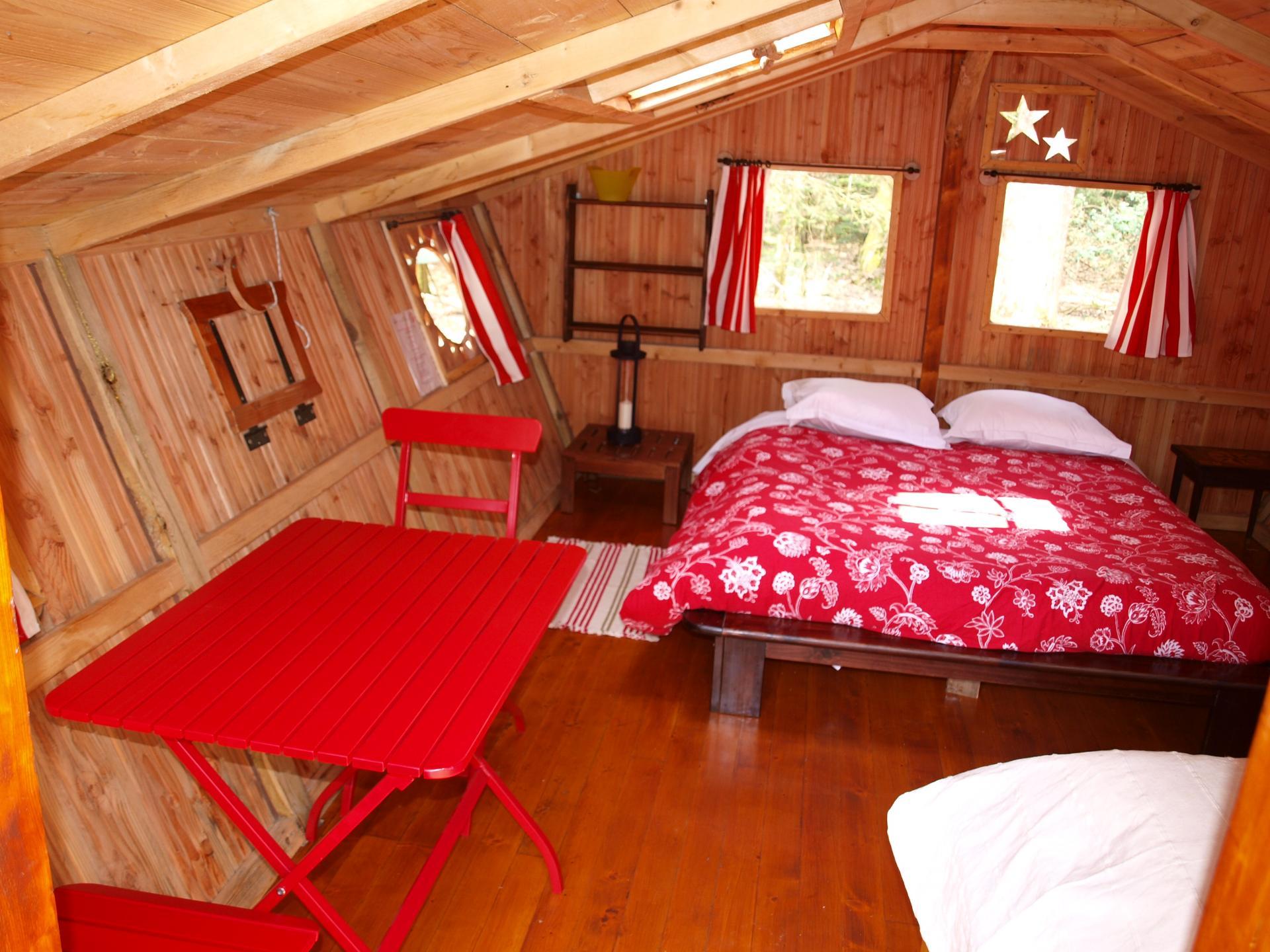 La cabane STELLA dans les bois