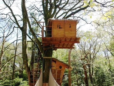 La cabane dans les arbres Nid clos à 12 mètres de haut